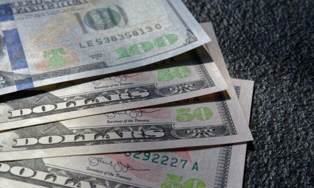 Peter Schiff Sees Dollar Demise